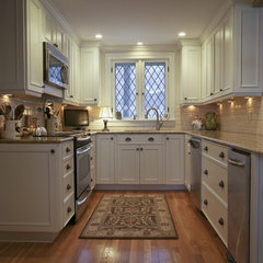 traditional kitchen by Dawn Willis, AKBD- Great Spaces Inc.