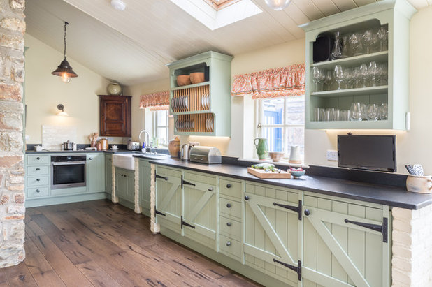 Farmhouse Kitchen by Mark Stone Kitchens - Bespoke Cabinetmakers