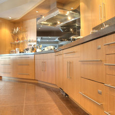 Contemporary Kitchen by Dream Kitchens