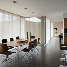 Modern Kitchen by Kathryn Interiors, Inc.