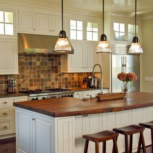 チャールストンのトロピカルスタイルのおしゃれなキッチンの写真