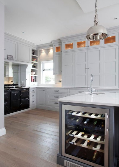 Traditional Kitchen by Woodale