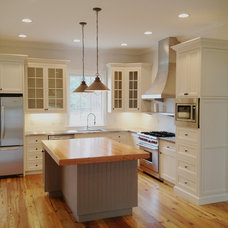 Traditional Kitchen by Element Construction