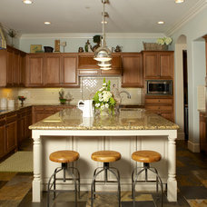 Traditional Kitchen by Savvy Interiors