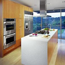Modern Kitchen by Winn Wittman Architecture
