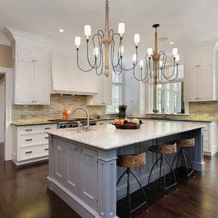 На фото: кухни в стиле современная классика с фасадами с утопленной филенкой, белыми фасадами, разноцветным фартуком и техникой из нержавеющей стали