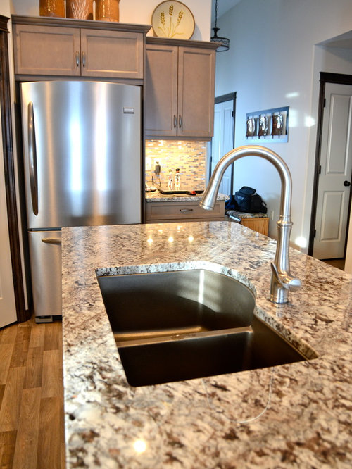 Countertop Dishwasher Calgary : Beach style l-shaped eat-in kitchen idea in Calgary with an undermount ...