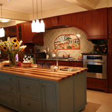Traditional Kitchen by Jewett Farms + Co.