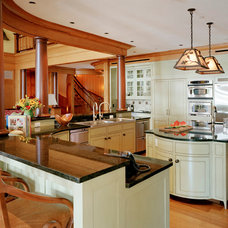 Traditional Kitchen by TMS Architects