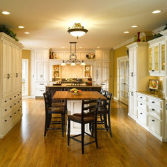 traditional kitchen by Bernie Smith