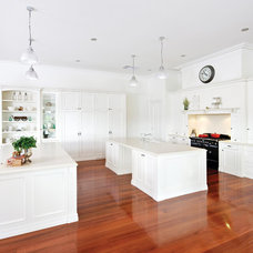 Traditional Kitchen by kitchens by peter gill