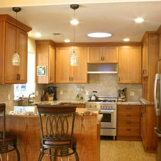 Traditional Kitchen by Woodgrain Woodworks