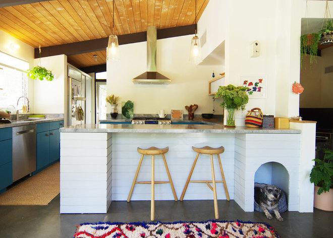Midcentury Kitchen by Bunch Design