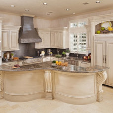 Traditional Kitchen by Sneller Custom Homes and Remodeling, LLC