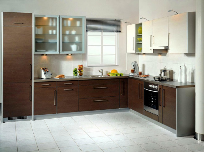 Modern Kitchen by Woodmaster Kitchen & Bath Inc.