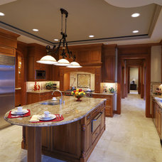 Traditional Kitchen by Woodmaster Kitchen & Bath Inc.