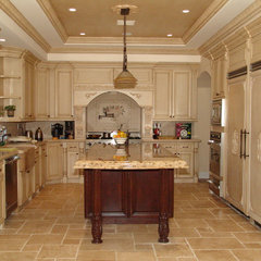 mediterranean kitchen by Woodmaster Kitchen & Bath Inc.