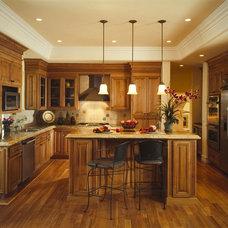 Rustic Kitchen by Woodmaster Kitchen & Bath Inc.