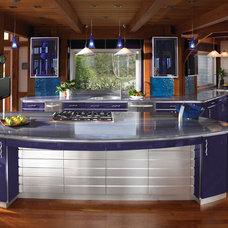 Contemporary Kitchen by Woodmeister Master Builders