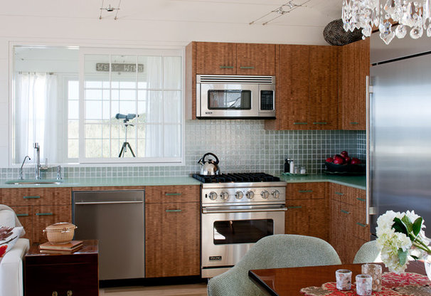 Beach Style Kitchen by Woodmeister Master Builders