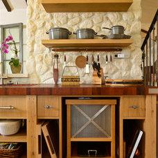 Mediterranean Kitchen by FGY Architects