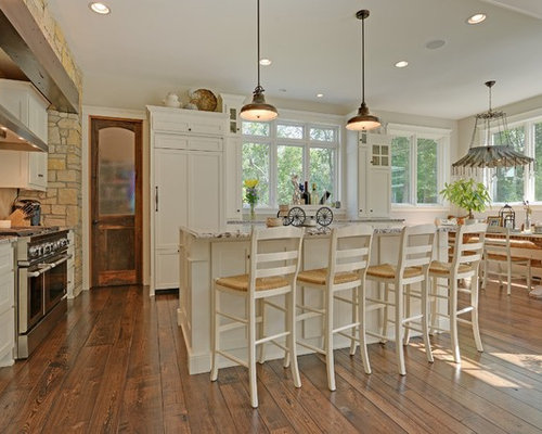 'Inspiration for a timeless eat-in kitchen remodel in Minneapolis with white cabinets, beige backsplash and paneled appliances' from the web at 'https://st.hzcdn.com/fimgs/7bc19c5c0151cc72_9712-w500-h400-b0-p0--.jpg'