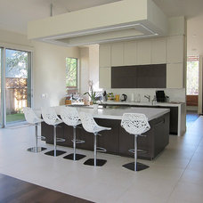 Modern Kitchen by Field Architecture