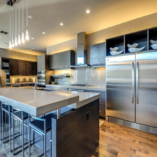 Contemporary Kitchen by h design