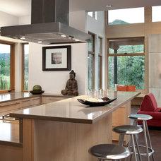 Modern Kitchen by ROWLAND BROUGHTON ARCHITECTURE & URBAN DESIGN