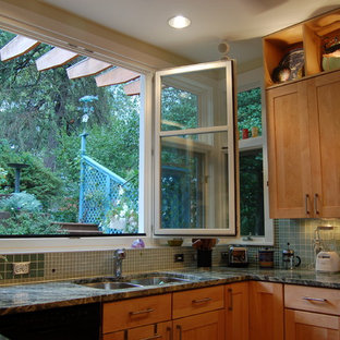 Mid-sized contemporary u-shaped eat-in kitchen in DC Metro with an undermount sink, shaker cabinets, light wood cabinets, granite benchtops, green splashback, glass tile splashback, stainless steel appliances, cork floors, a peninsula, brown floor and green benchtop.