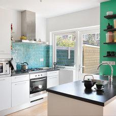 Eclectic Kitchen by ijzersterk interieurontwerp