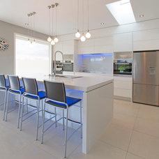 Modern Kitchen by shannon pepper design