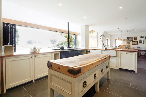 Country Kitchen by Hart Design in addition to Construction