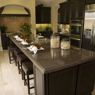 Transitional kitchen designs - Example of a transitional kitchen design in Miami