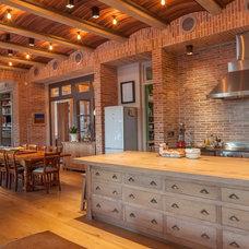 Transitional Kitchen by Wynand Wilsenach Architects