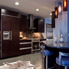 Contemporary Kitchen by Mingle