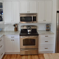Traditional Kitchen by A & R Cabinetry Ltd.