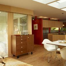 Modern Kitchen by YLiving.com