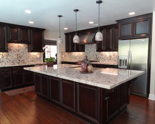 Bianco alaska granite home design ideas pictures remodel for Ak kitchen cabinets calgary