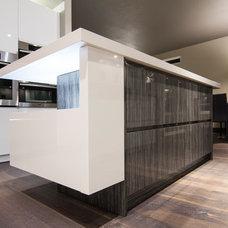 Contemporary Kitchen by Soho Kitchen Studio Inc.