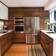 Modern Kitchen by Harvest House Craftsmen