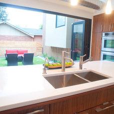Modern Kitchen by West Standard Design Build