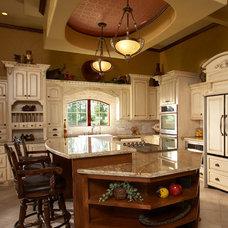 Mediterranean Kitchen by Vacation Home Builders