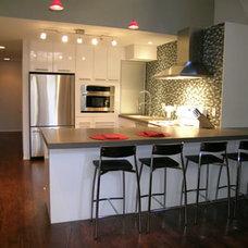 Modern Kitchen by Zachary Nathan Architect