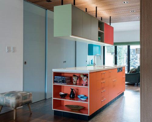 Küchen mit orangefarbenen Schränken und Linoleum Ideen, Design ...