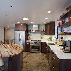 Contemporary Kitchen by ULTIMATE CABINETS