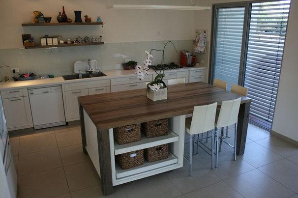 Modern Kitchen Zis Residence