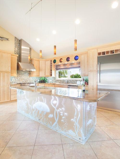 Cucina tropicale con ante in legno chiaro foto e idee - Paraspruzzi per cucina ...
