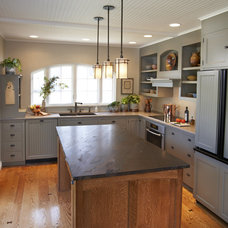 Traditional Kitchen by Architrave Design and Remodeling, Inc.
