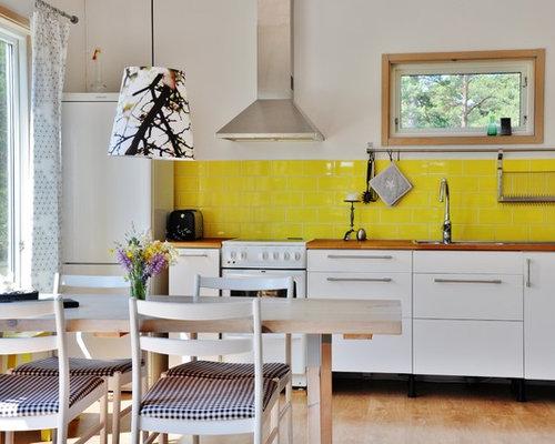 k chen mit gelber k chenr ckwand und arbeitsplatte aus holz ideen bilder houzz. Black Bedroom Furniture Sets. Home Design Ideas